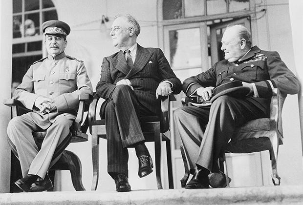 Joseph Stalin, Franklin Roosevelt and Winston Churchill at a meeting in Tehran (Iran) on December 7, 1943